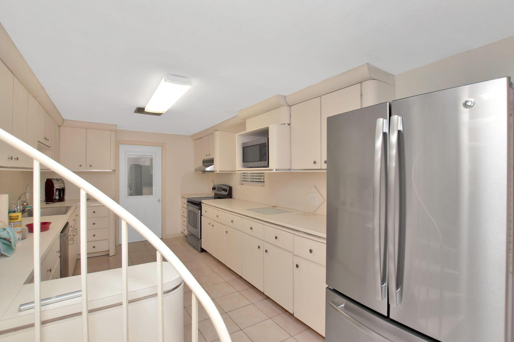 284 Orange Avenue Property Photo 4