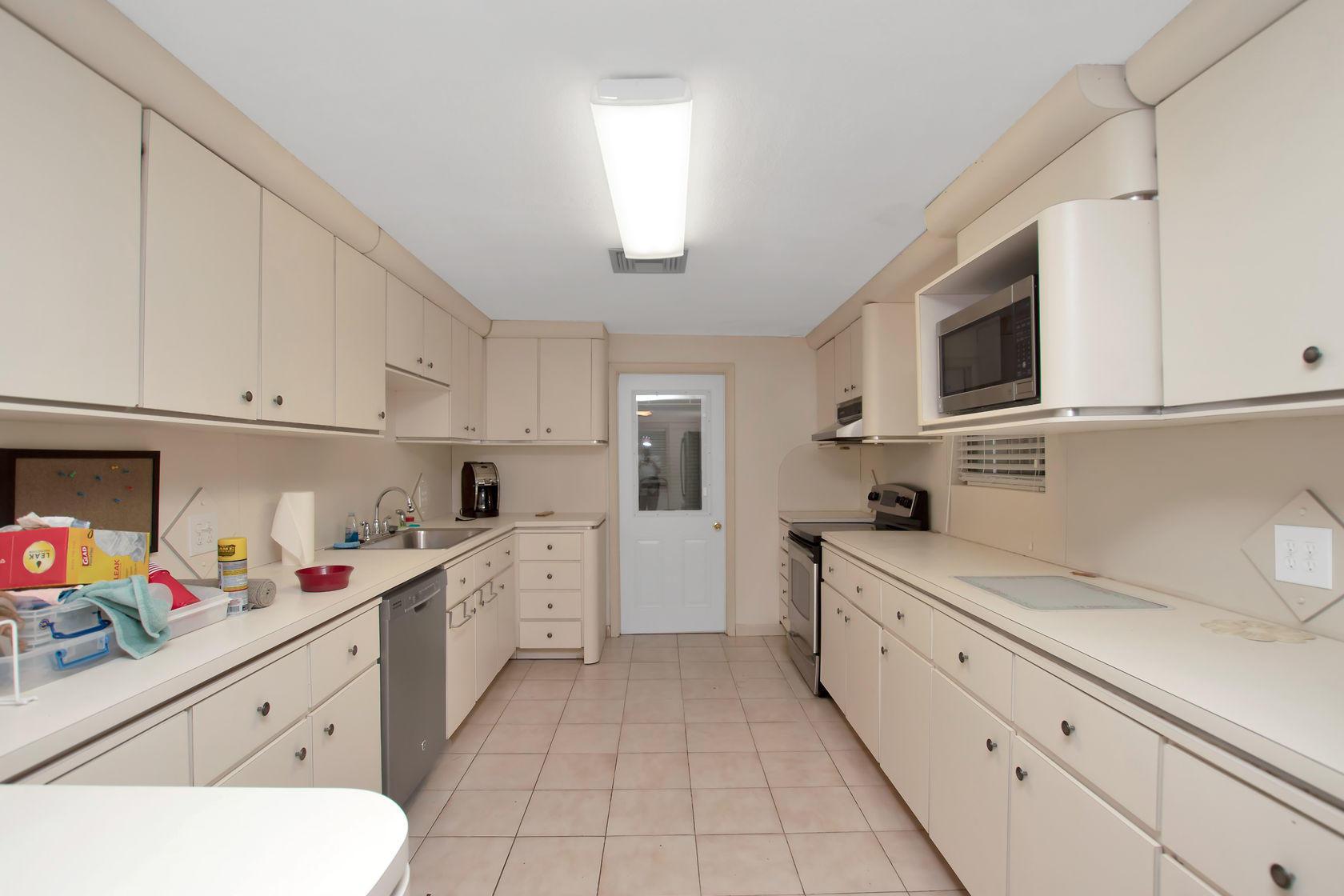 284 Orange Avenue Property Photo 5