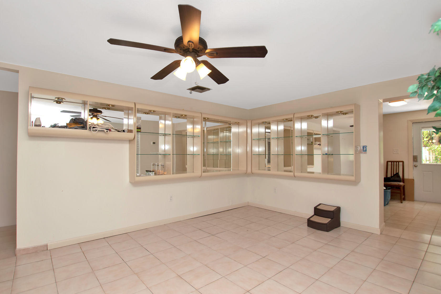 284 Orange Avenue Property Photo 8