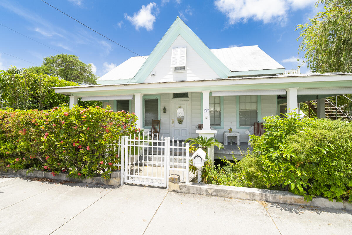 901 Elizabeth Street Property Photo 1