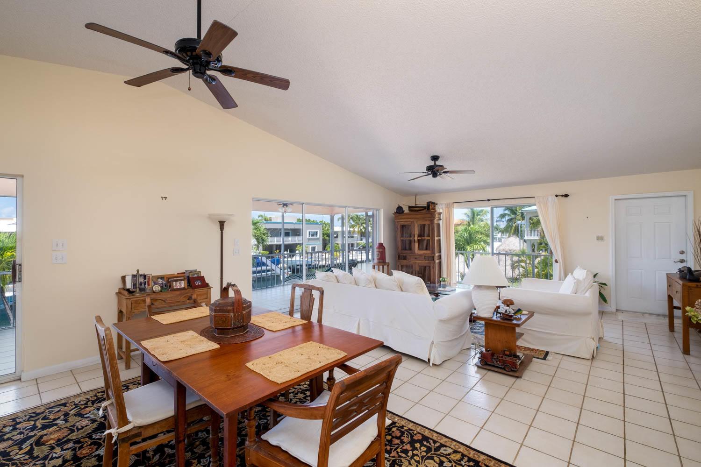 107 W Plaza Del Sol Property Photo 6