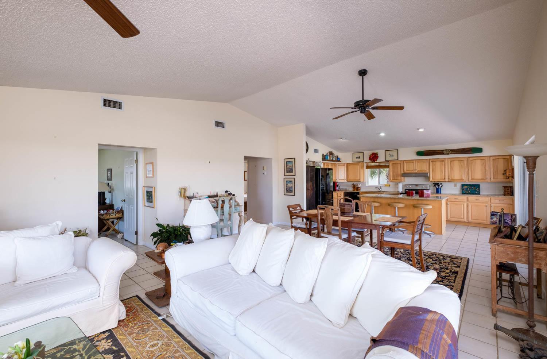 107 W Plaza Del Sol Property Photo 7