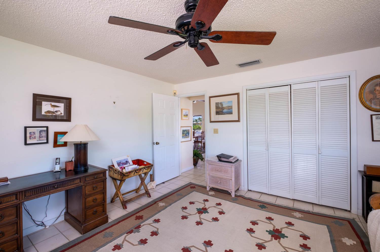 107 W Plaza Del Sol Property Photo 15