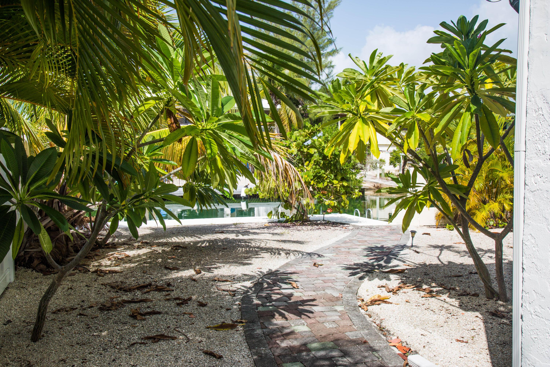 1042 E Caribbean Drive Property Photo 2