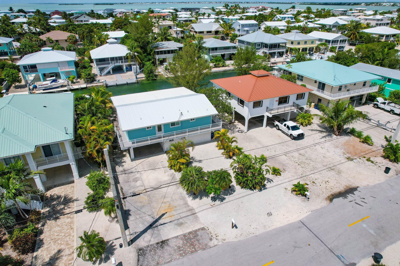 1042 E Caribbean Drive Property Photo 4