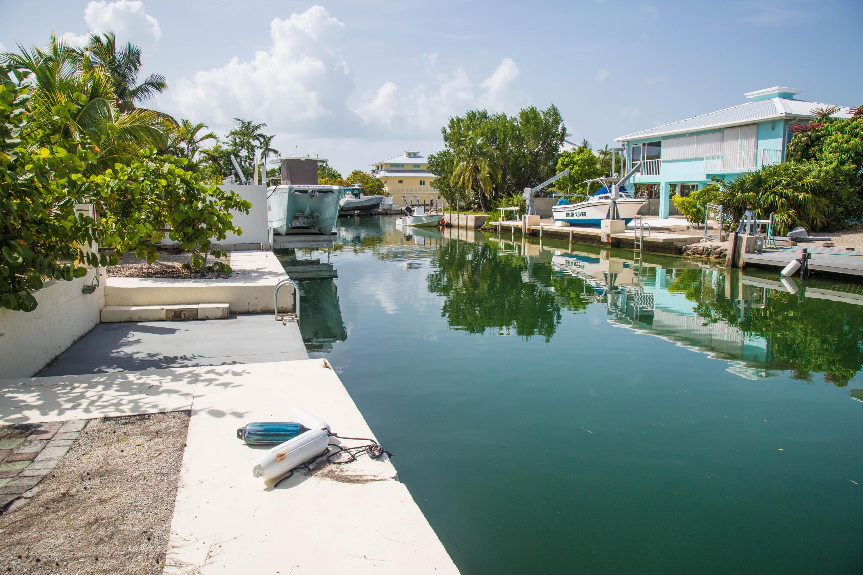 1042 E Caribbean Drive Property Photo 5