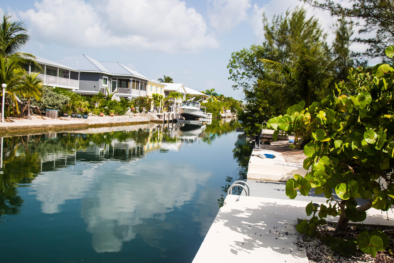 1042 E Caribbean Drive Property Photo 7