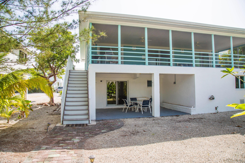 1042 E Caribbean Drive Property Photo 9
