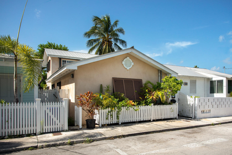 321 Amelia Street Property Photo 1