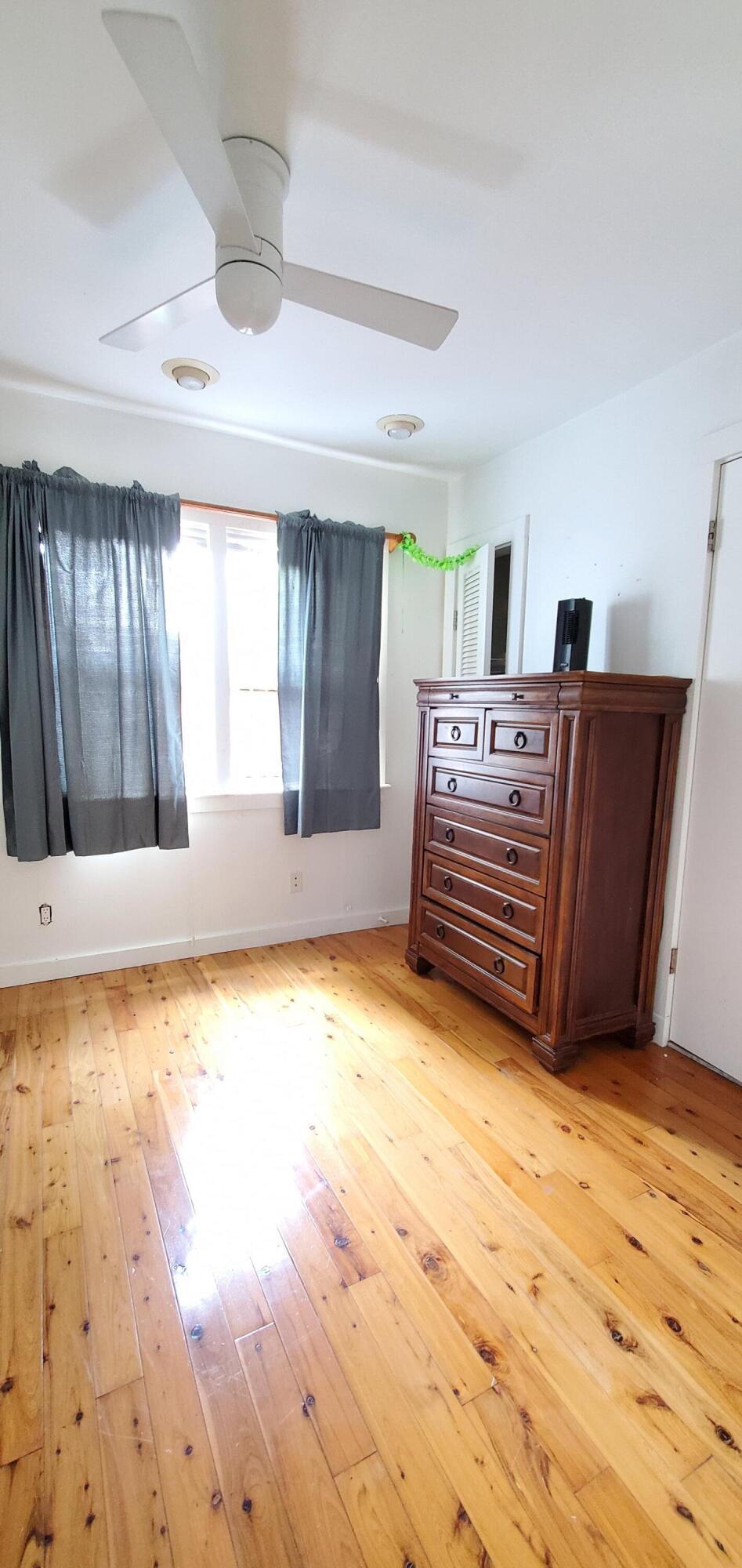 1301 Newton Street Property Photo 10