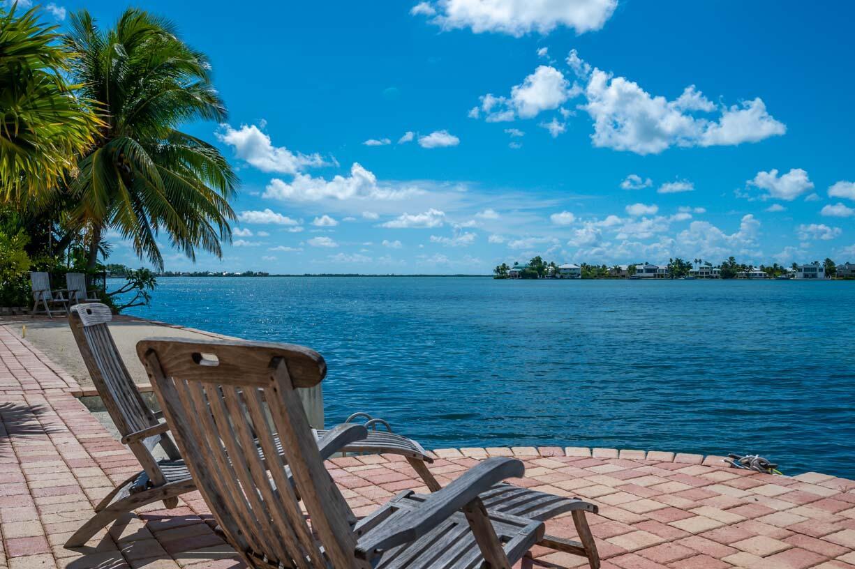 151 Shore Drive Property Photo 3