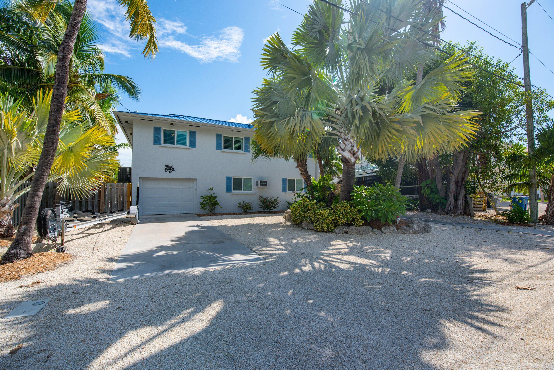 877 Bay Drive Property Photo 1