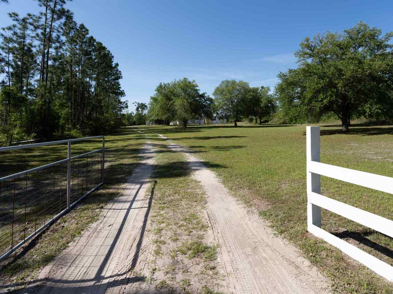 547 Lakeview Drive Property Photo