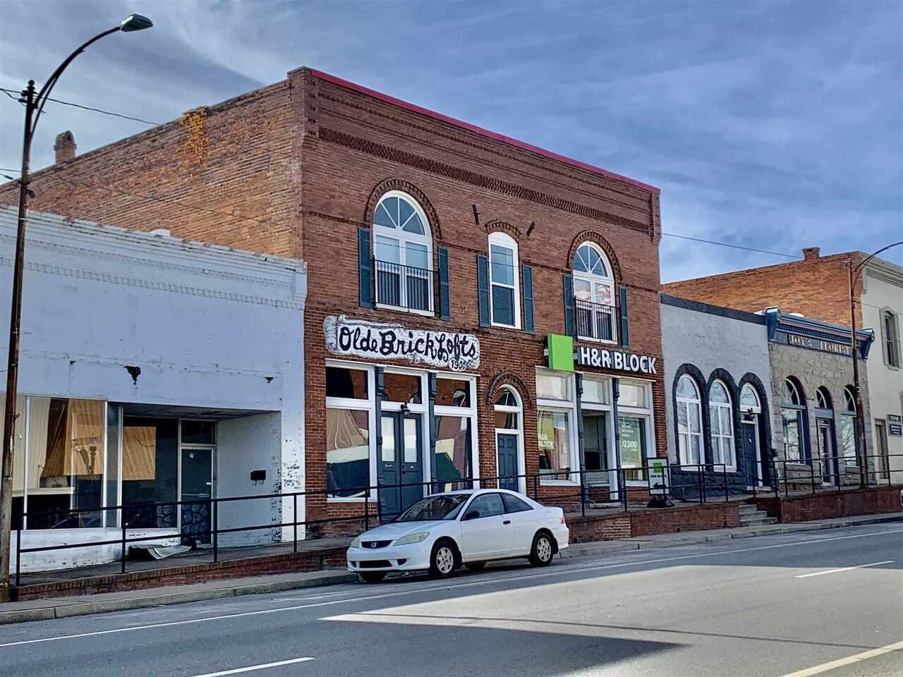 35 W Oak Street Property Photo