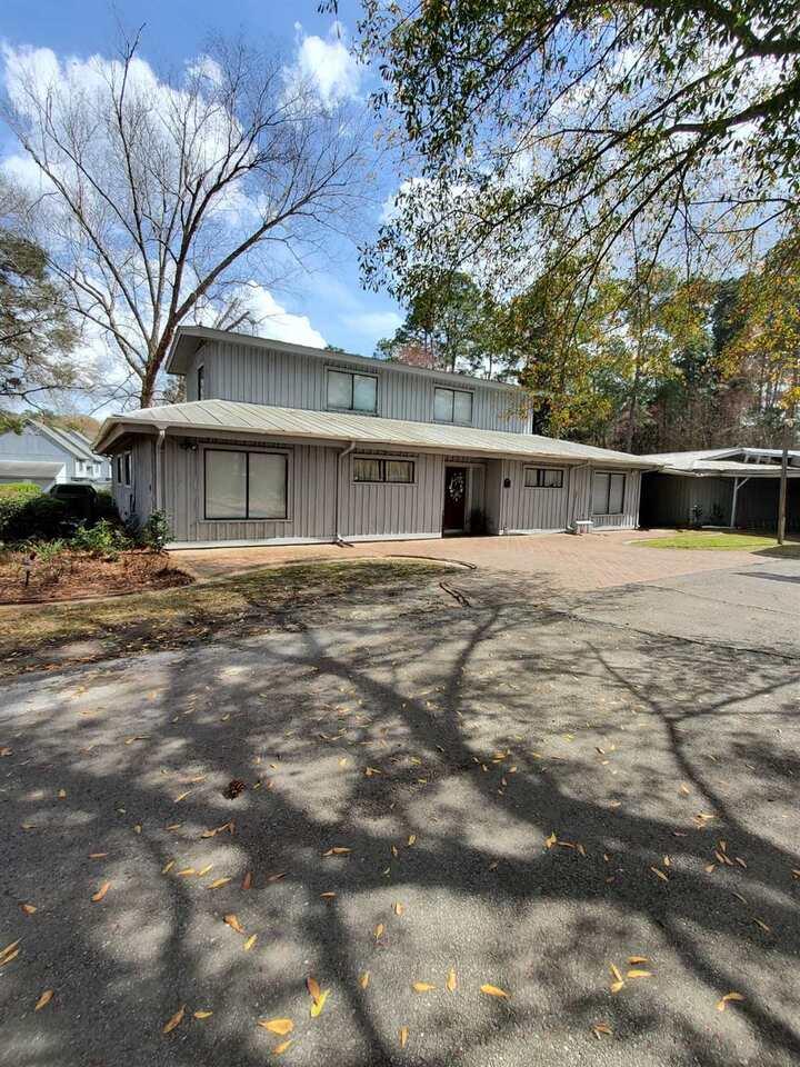 529 Robin Road Property Photo