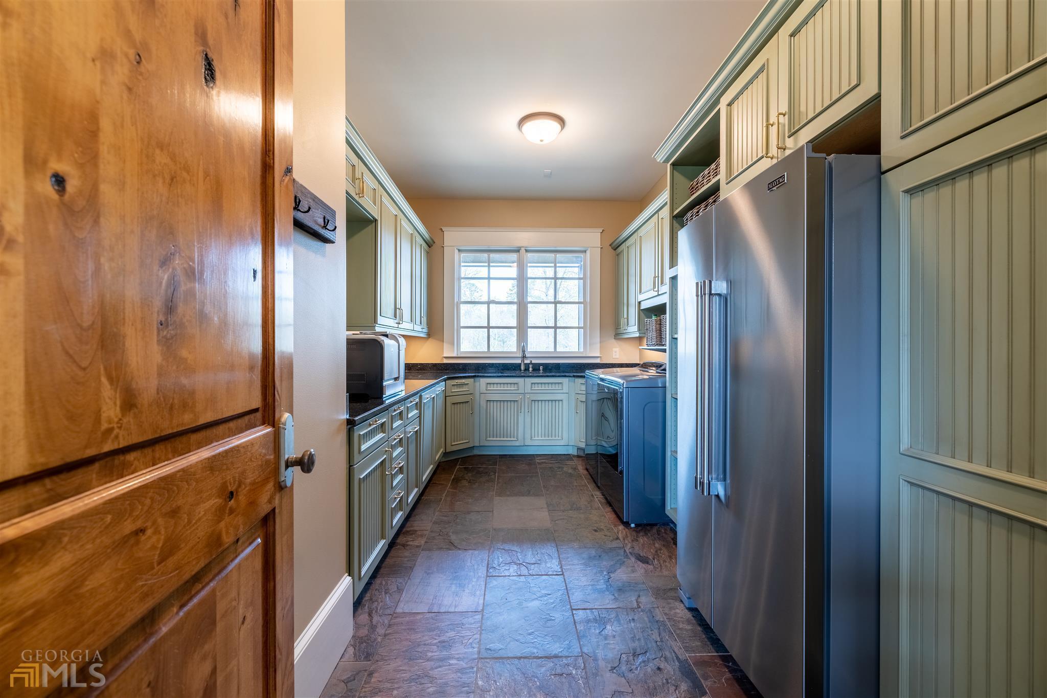 525 North River Road Property Photo 12