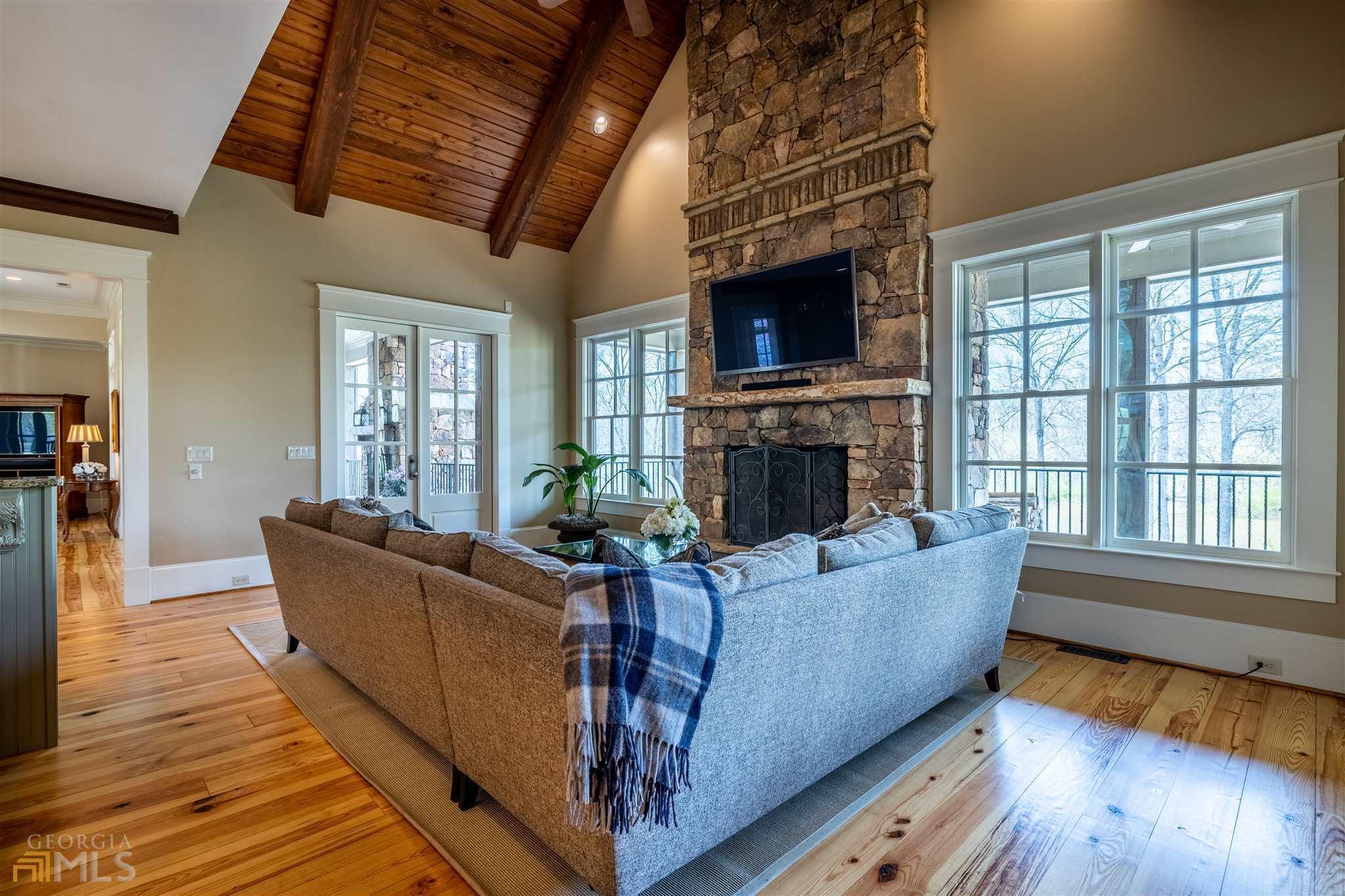 525 North River Road Property Photo 27