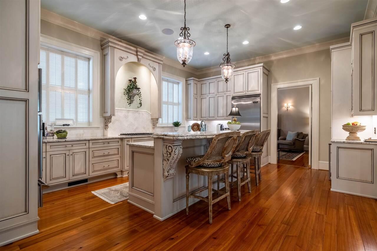 206 E 4th Avenue Property Photo 5