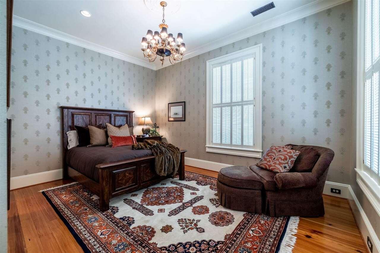 206 E 4th Avenue Property Photo 42