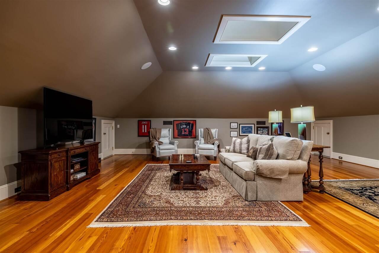 206 E 4th Avenue Property Photo 44