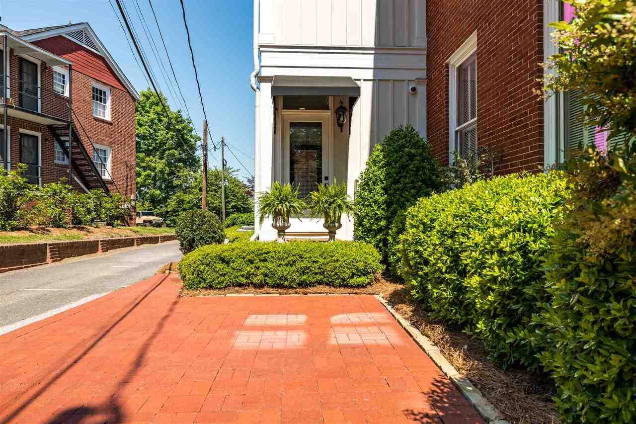 206 E 4th Avenue Property Photo 46