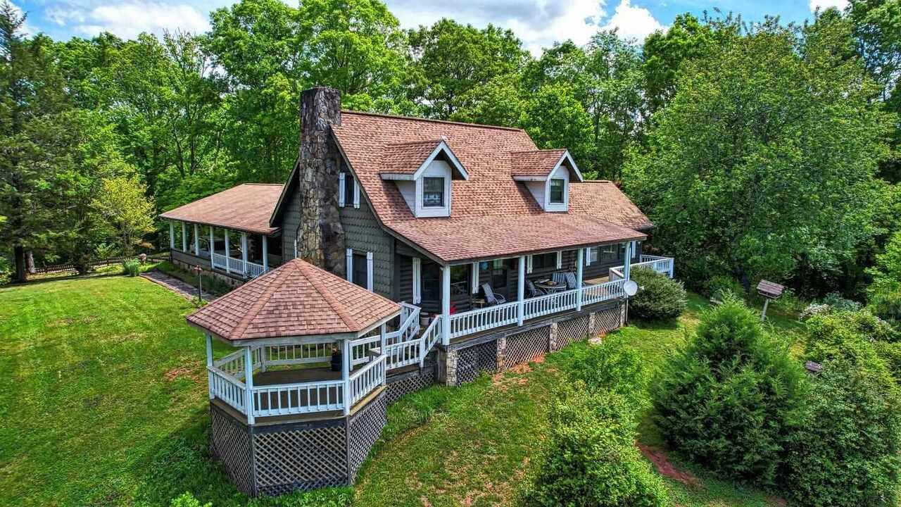 1587 Dove Hill Property Photo 1