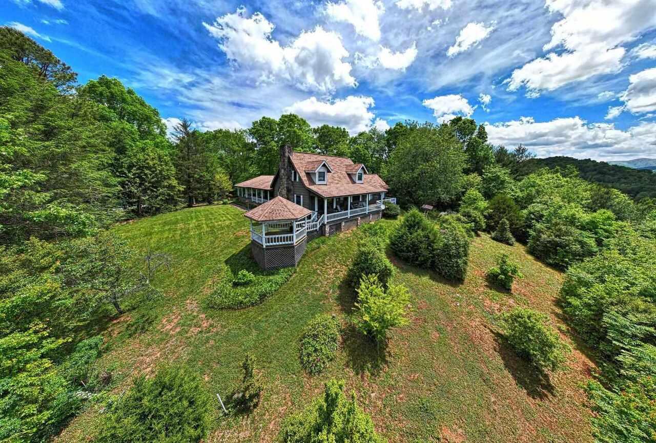 1587 Dove Hill Property Photo 5