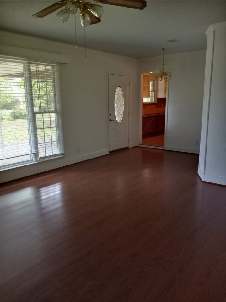 218 S Parkway Drive Property Photo 6