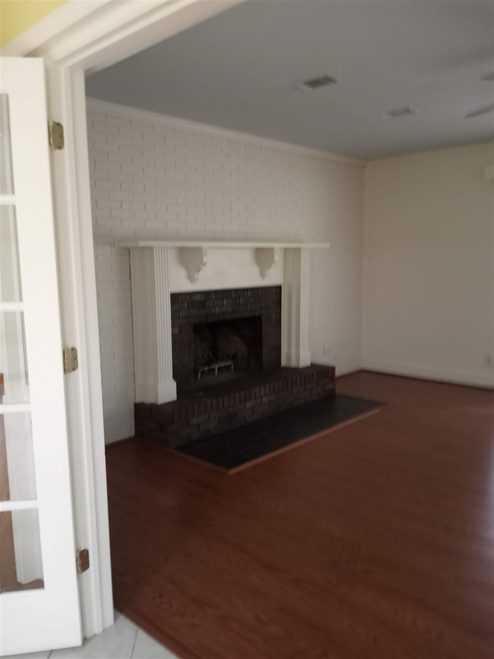 218 S Parkway Drive Property Photo 9