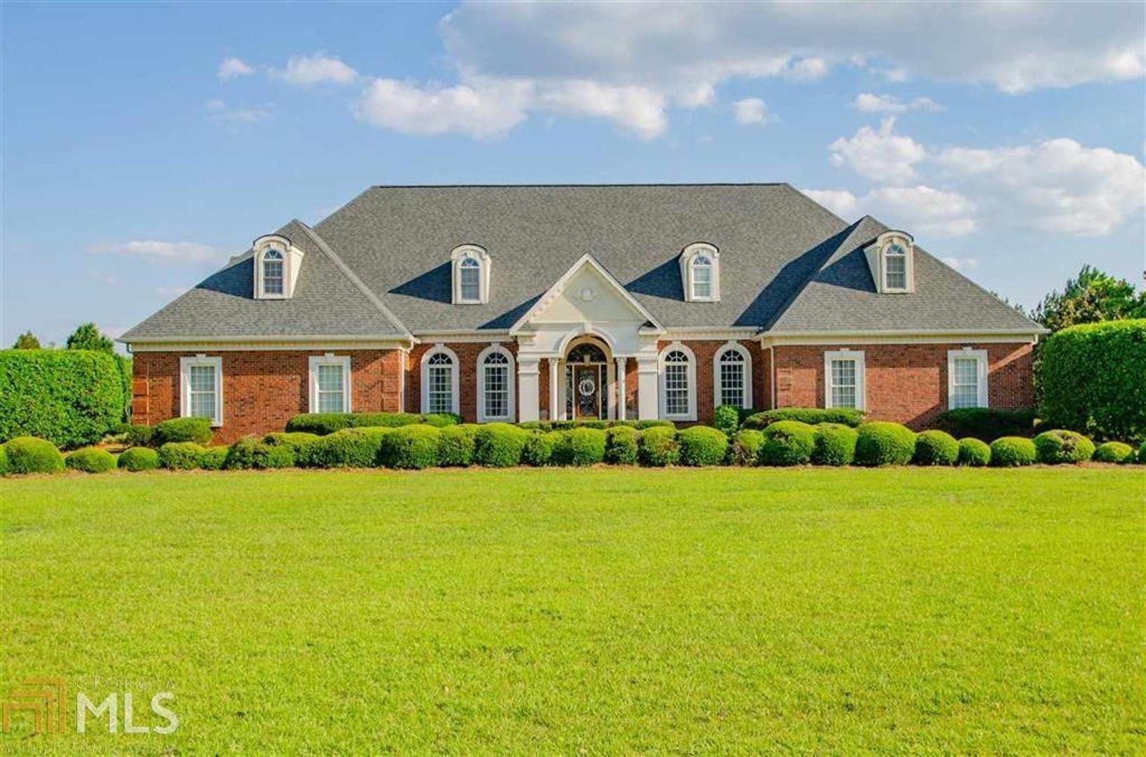107 Country Lane Property Photo
