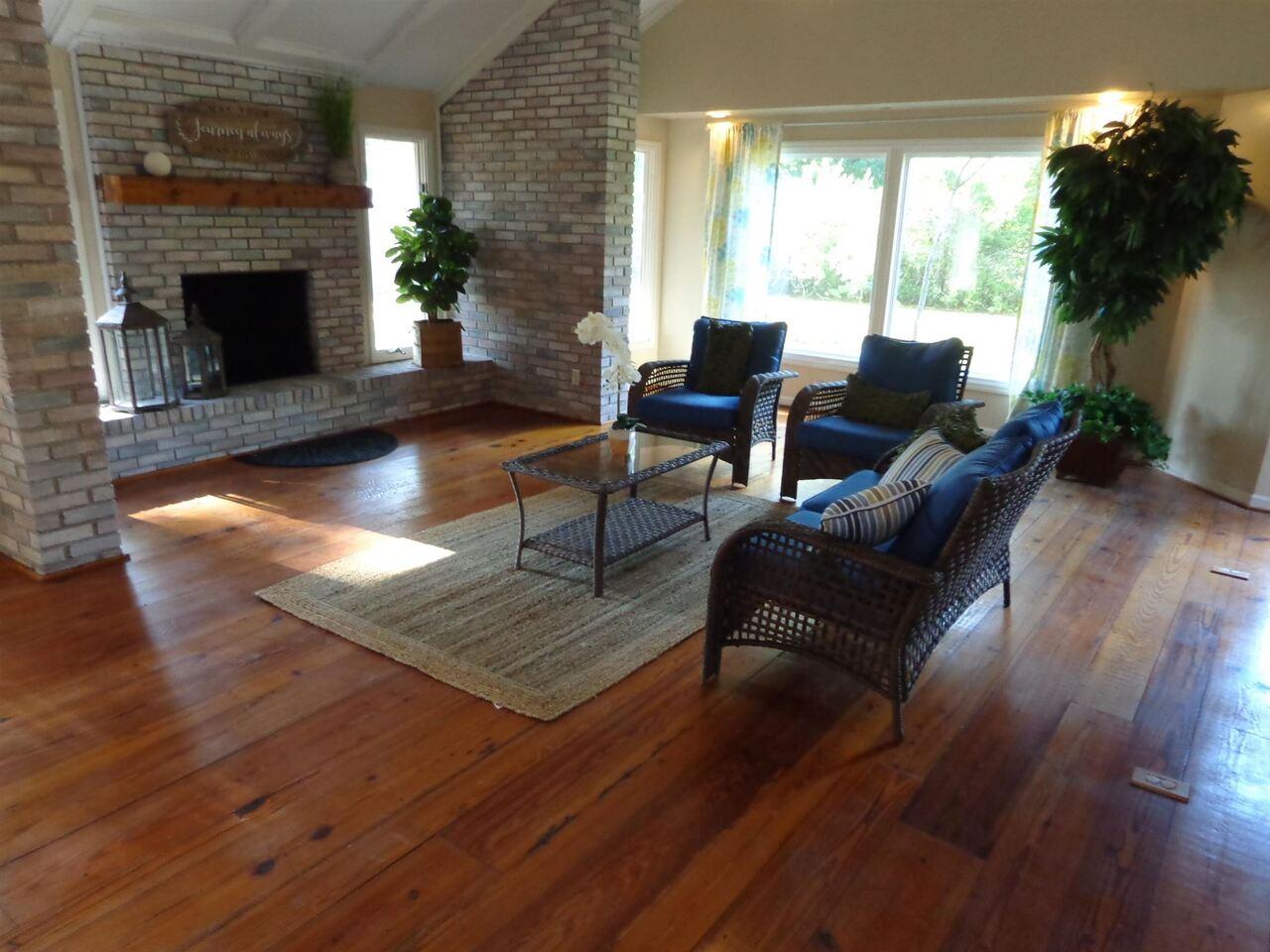 309 Avondale Drive Property Photo 8