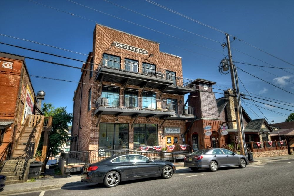 550 East Main Street Property Photo