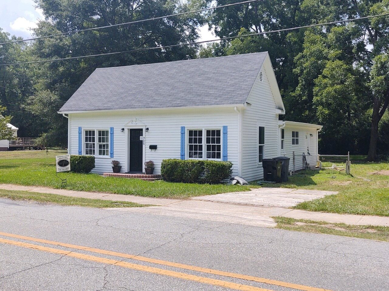 725 Greenwood Street Property Photo