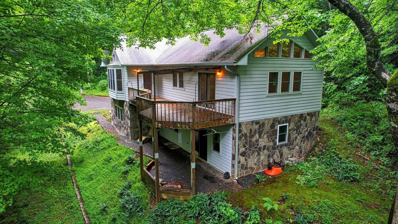 742 Hall Creek Road Property Photo