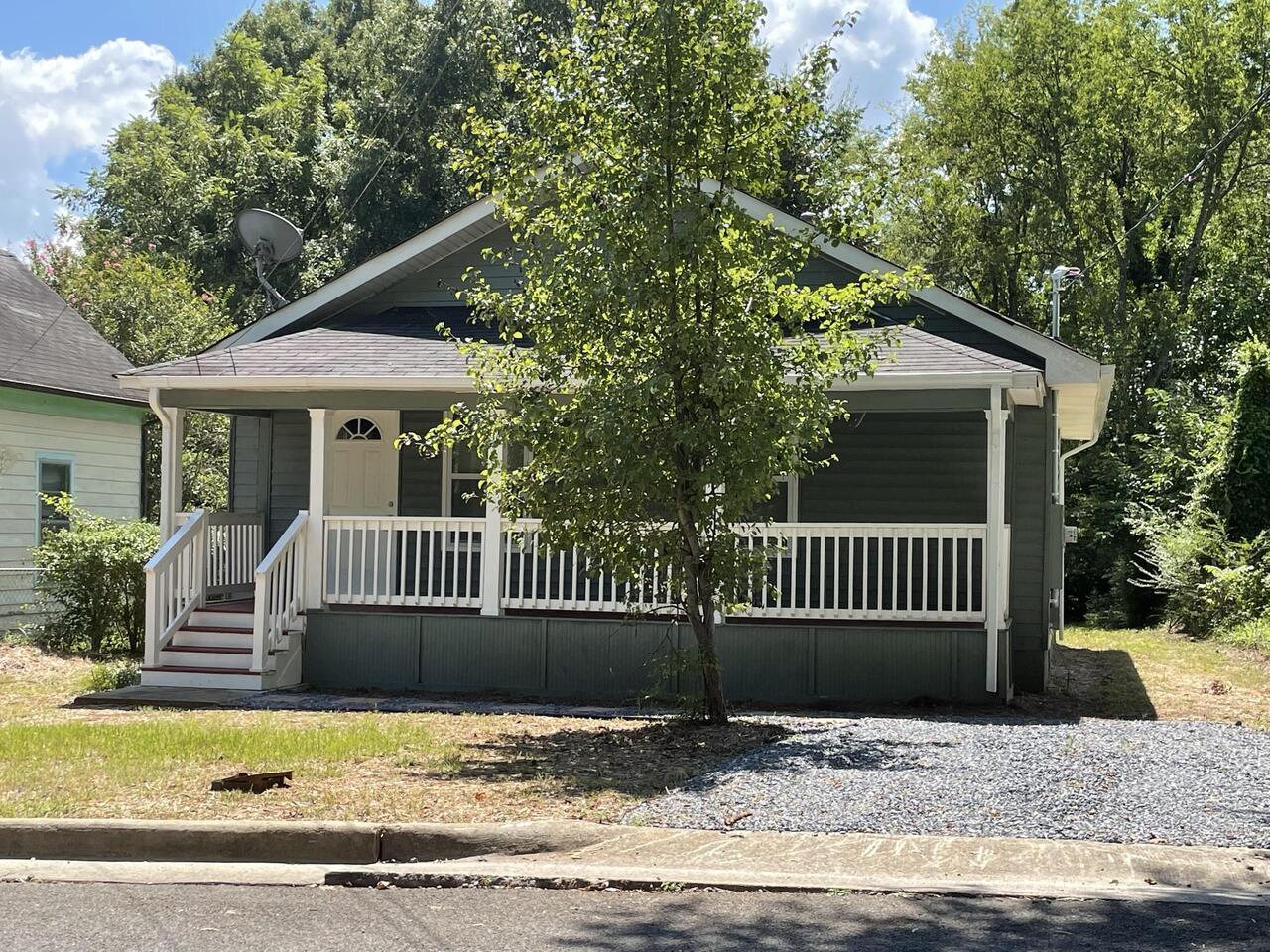 204 E 14th Street Property Photo