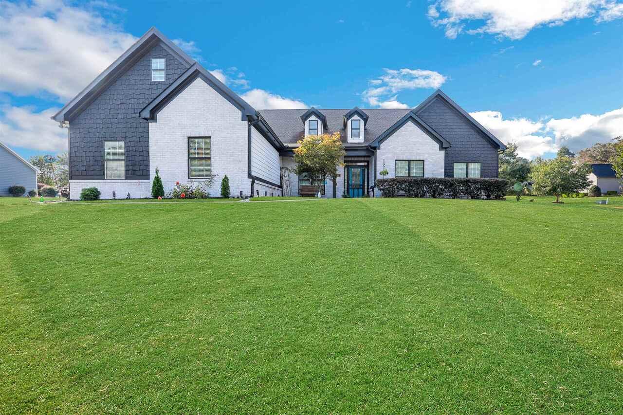579 Stratford Parkway Property Photo