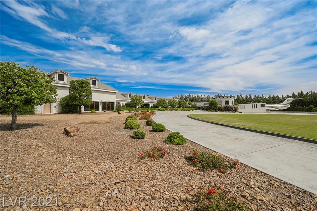 6629 Pecos Road Property Photo 8