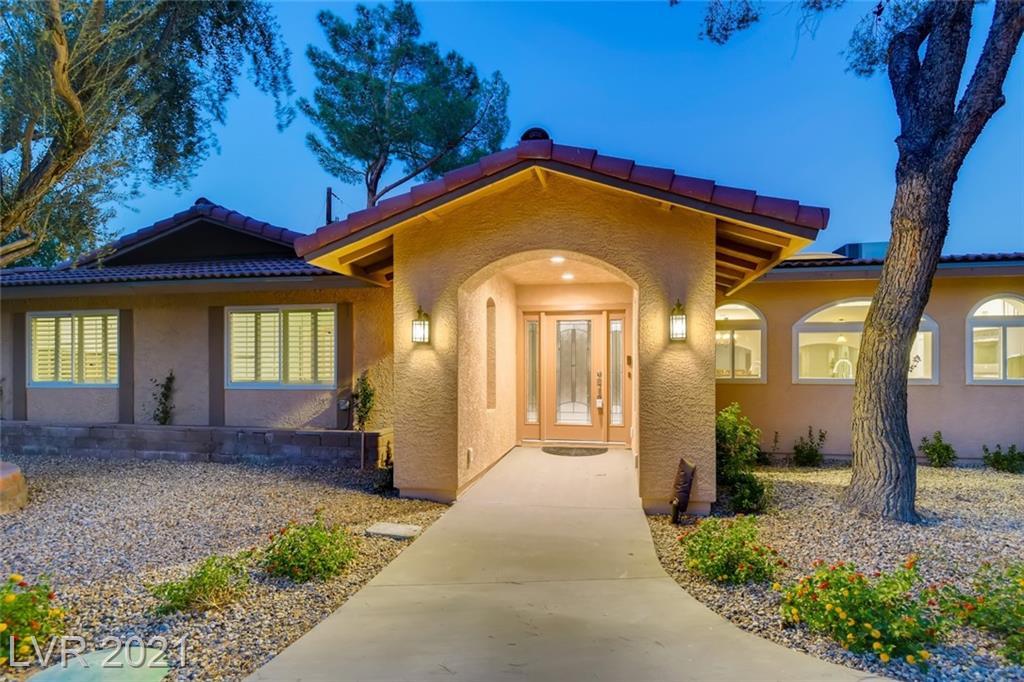 3132 El Camino Road Property Photo 1