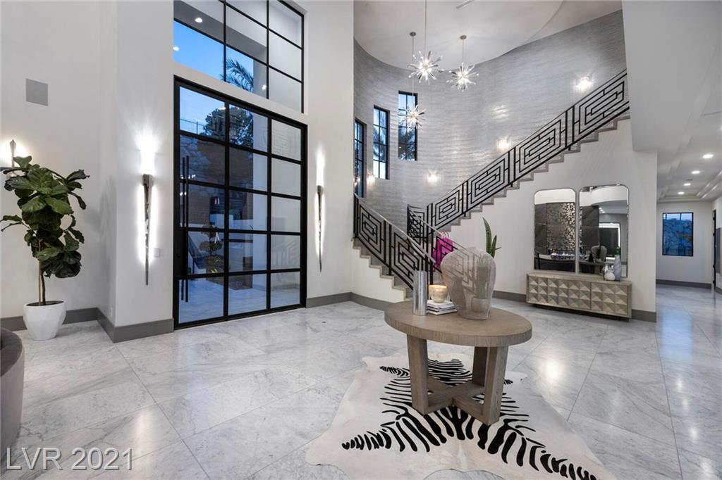 16 Oakmont Hills Lane Property Photo 3