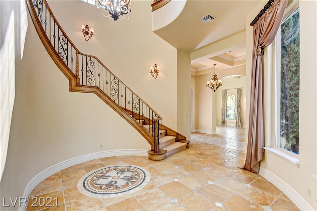 405 Royalton Drive Property Photo 4
