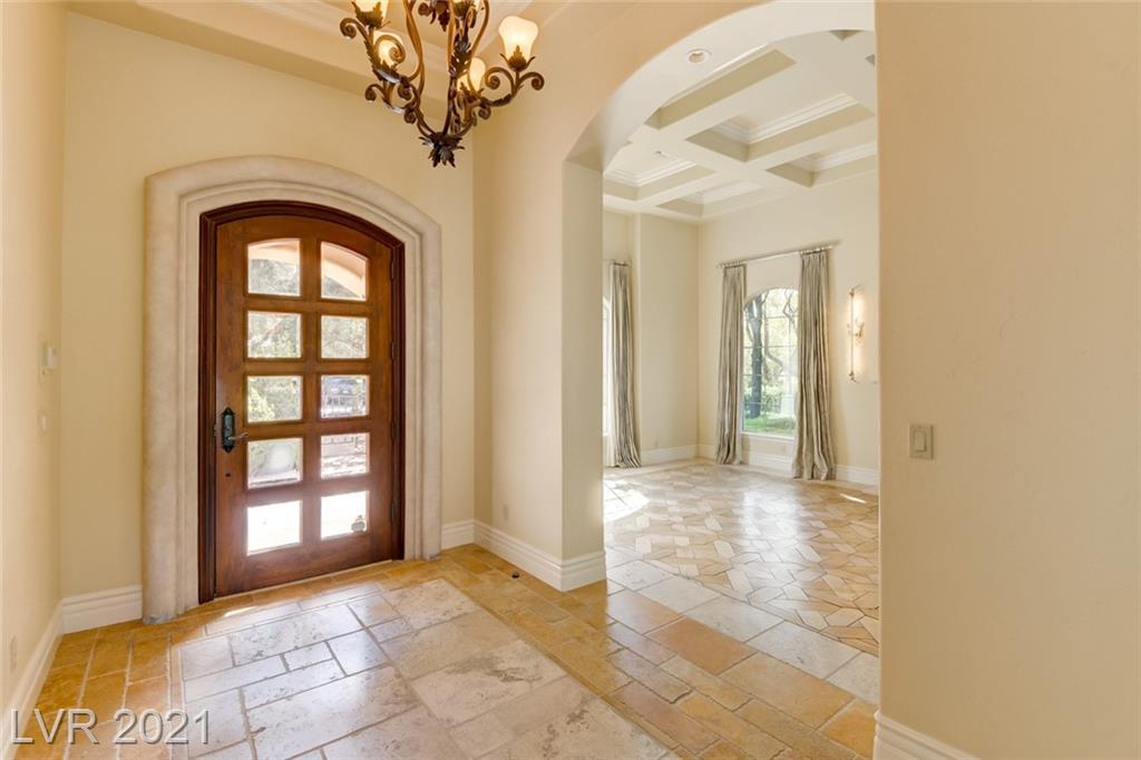 405 Royalton Drive Property Photo 5