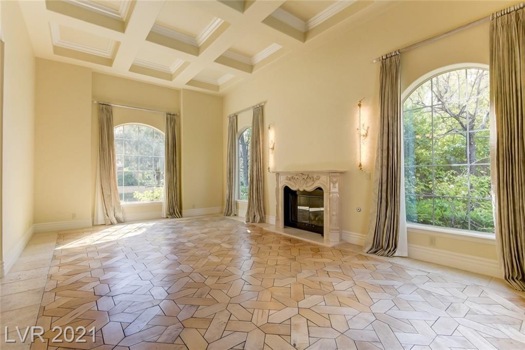 405 Royalton Drive Property Photo 6