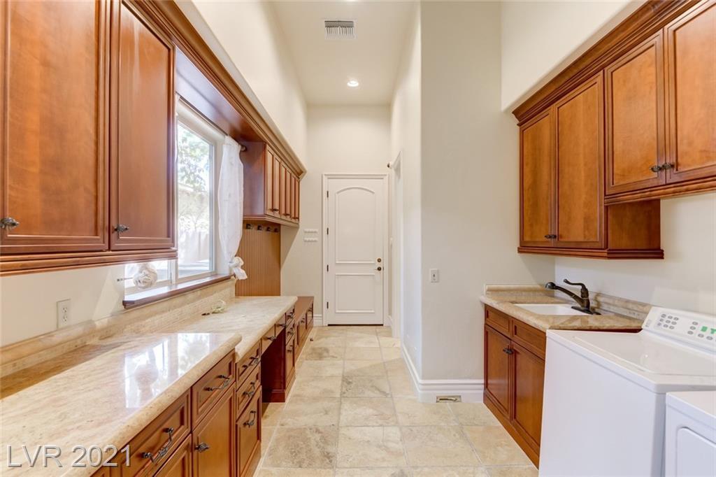 405 Royalton Drive Property Photo 8