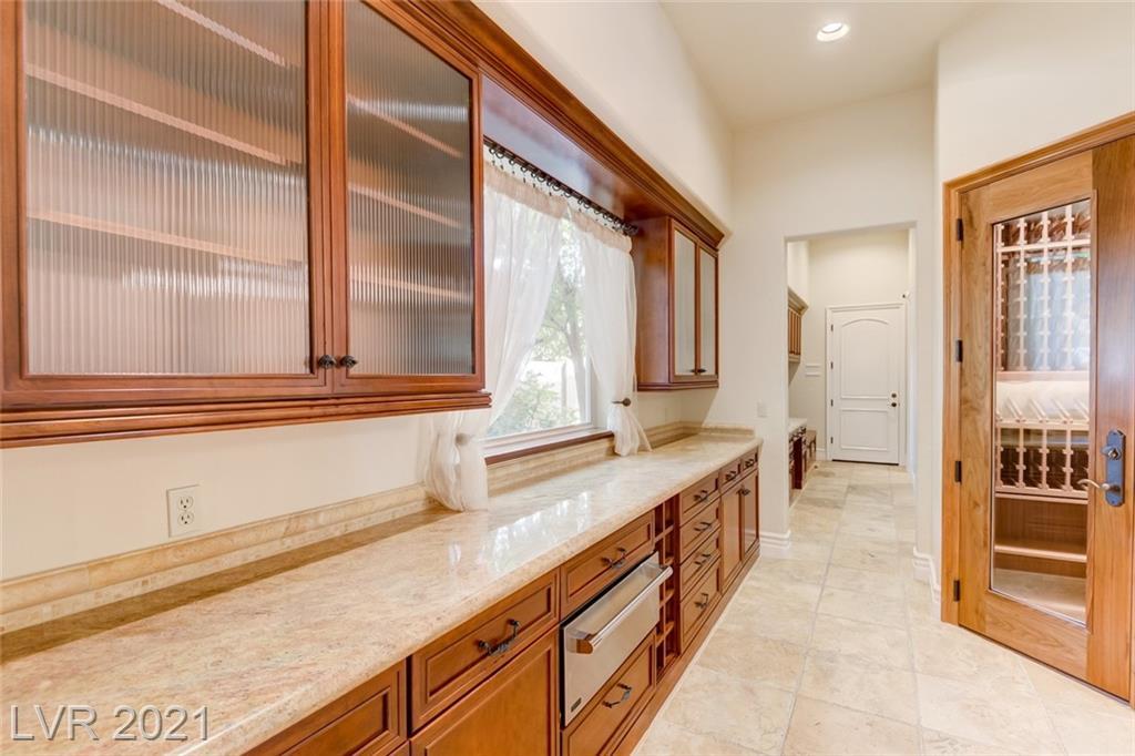 405 Royalton Drive Property Photo 9