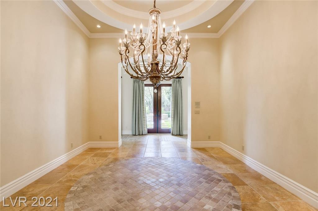 405 Royalton Drive Property Photo 10