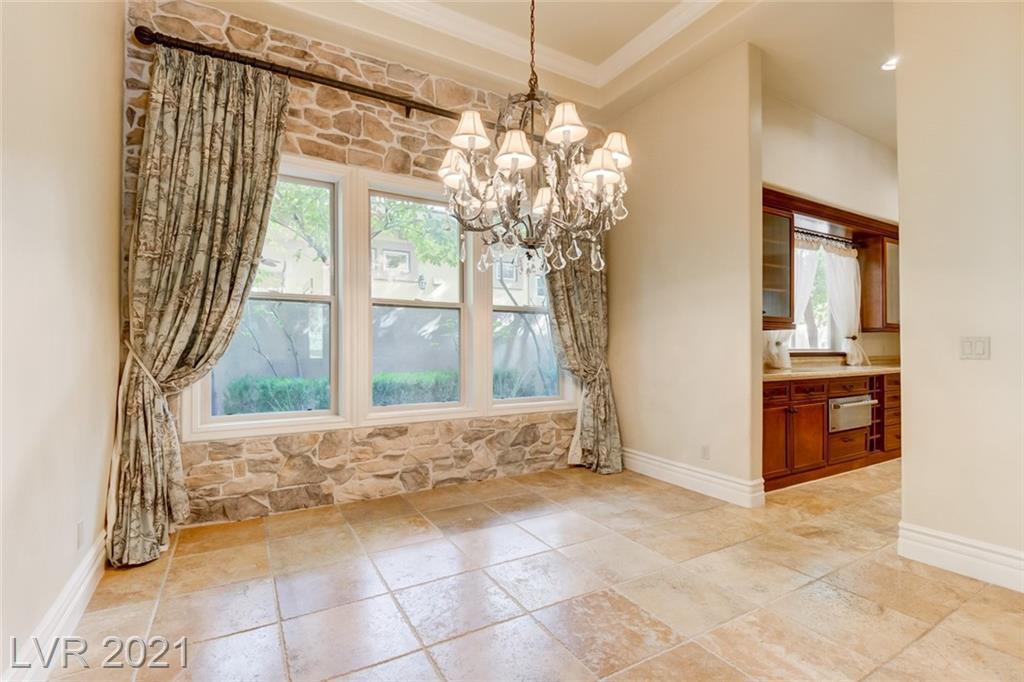 405 Royalton Drive Property Photo 11