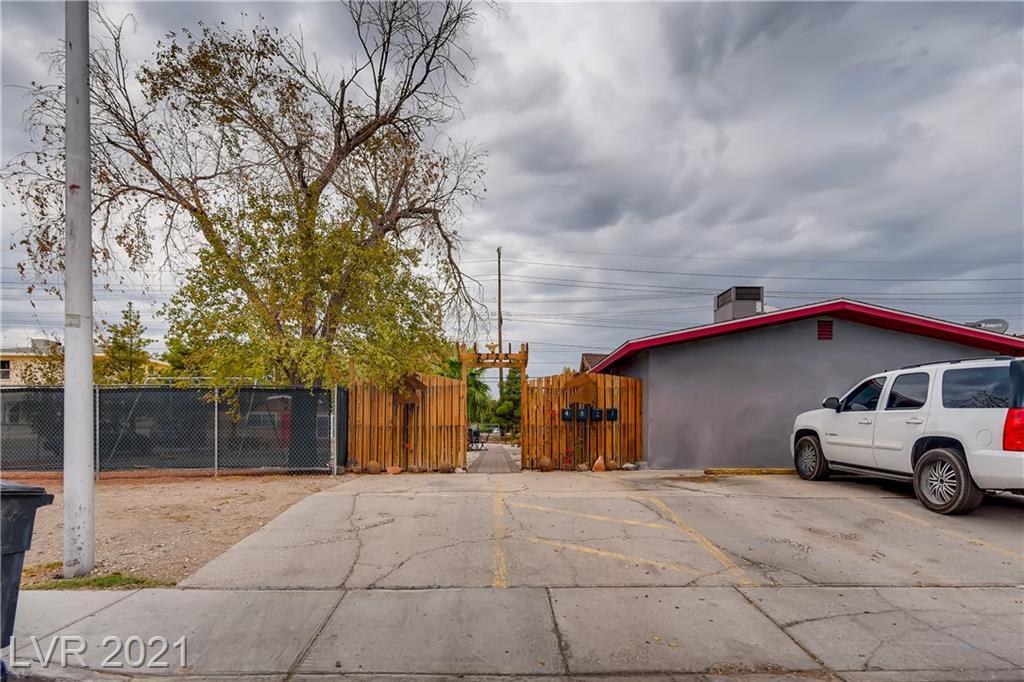 2125 Carroll St Street Property Photo