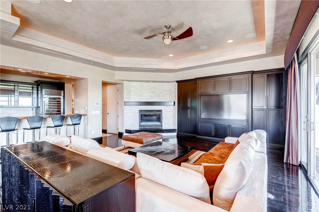 9227 Tesoras Drive 402 Property Photo 21