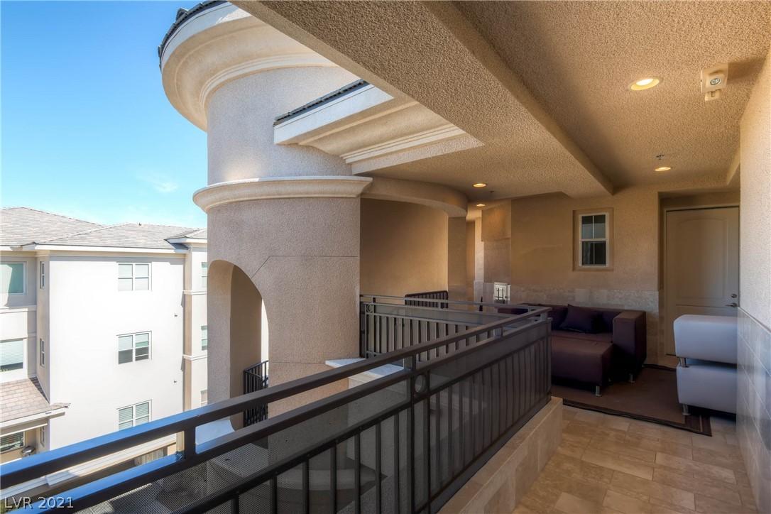 9227 Tesoras Drive 402 Property Photo 30