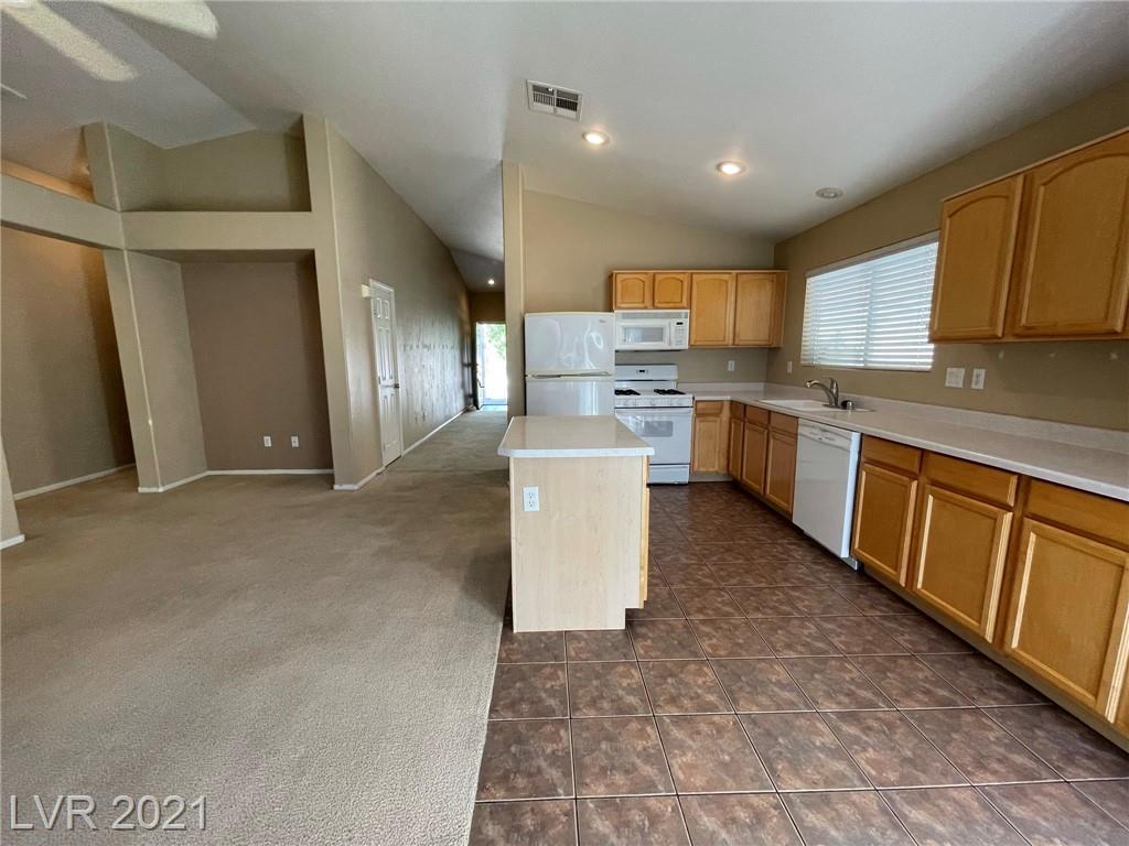 8545 Gracious Pine Avenue Property Photo 7